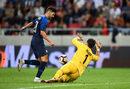 Вратарят Кристофер Хааг е свикнал да пази на почти двойно по-малка врата, но срещу Словакия направи добри спасявания.