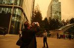"""Фотогалерия: Бурята """"Офелия"""" оцвети небето над Лондон"""