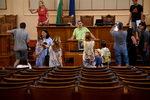 Фотогалерия: Да се изплезиш в Народното събрание