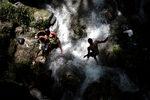 Фотогалерия: Поклонение на водопада
