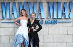 """Фотогалерия: Звездите на """"Mamma mia! Отново заедно"""" на синия килим"""