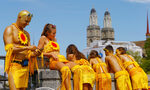 Фотогалерия: Музика, танци и шарени костюми на парад в Цюрих