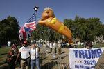 Снимка на деня: Да осмееш кмета с балон