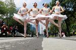 Снимка на деня: Балетисти популяризират Мексико Сити