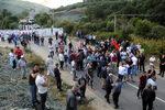 Снимка на деня: Военни блокираха пътя на Вучич до косовското село Банье