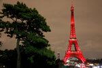 Снимка на деня: Разноцветната Айфелова кула