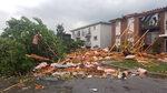 Фотогалерия: Торнадо нанесе големи щети в Канада