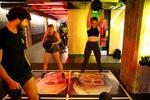 Фотогалерия: Да скочиш върху Мей, да удариш Джонсън - Брекзит вдъхнови фитнес тренировки