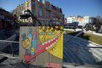 Фотогалерия: Изложба с графити от Берлинската стена