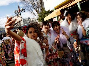 Фотогалерия: Япония празнува Деня на пълнолетието