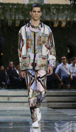 """Фотогалерия: Мъжка мода от """"Версаче"""""""