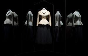 """Фотогалерия: """"Кристиан Диор"""" - 70 години от историята на модата"""