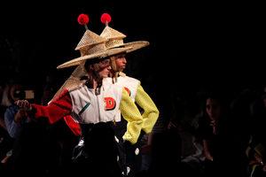 Фотогалерия: Танци и азиатски полъх от подиума в Ню Йорк