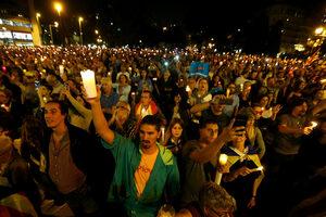 "Фотогалерия: Десетки хиляди в Барселона поискаха ""свободата на политическите затворници"""