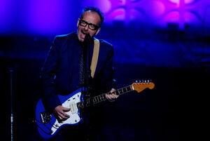 Музикантът Елвис Костело отмени турнето си поради тежка борба с рака