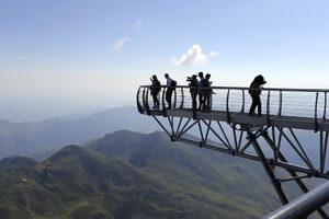На път: Разходка по моста в небето