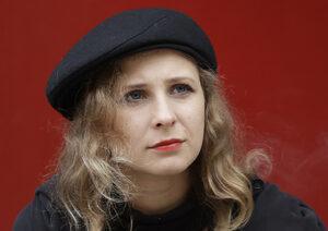 """Мария Альохина от """"Пуси Райът"""" избяга от Русия в Единбург"""