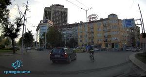 Катастрофа с колоездач на кръговото на Руски паметник