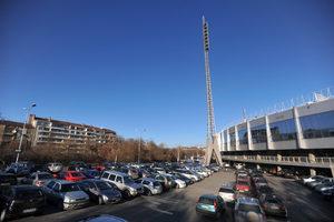 От утре започва премахването на коли около националния стадион, паркингът става платен