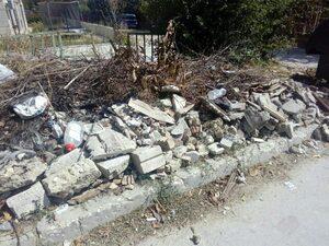 """Боклуци и строителни отпадъци в кв. """"Виница"""", Варна"""
