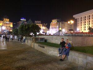 """Какво става на киевския """"Майдан"""" в петък вечер"""
