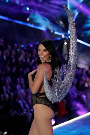 Фотогалерия: Ангелите на Victoria's Secret се събраха в Ню Йорк