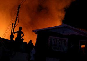 Фотогалерия: Жилищен квартал в Рио Негро в пламъци