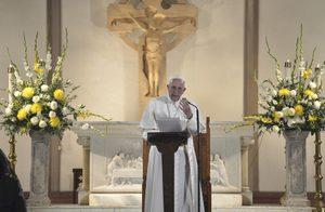 Папа Франциск: Не е Коледа, ако се тъпчем с храна, но не помогнем на бедняк