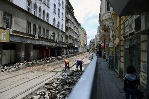"""Фотогалерия: Как тече ремонтът на ул. """"Граф Игнатиев"""""""
