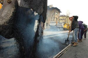 """Напуканият асфалт на бул. """"Константин Величков"""" не бил приет, предстои нов ремонт"""