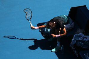 Снимка на деня: Кривата ракета от Australian Open