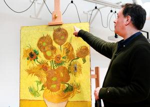 """На 130 години едни от """"Слънчогледите"""" на Ван Гог спират да обикалят света"""