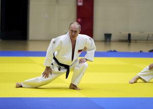Снимка на деня: На тренировка по джудо с Владимир Путин