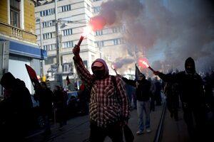 """Фотогалерия: """"Радикален прайд"""" срещу Луковмарш"""