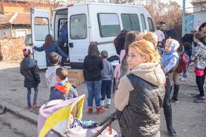 """Фотогалерия: Ваксинации срещу морбили в столичния квартал """"Христо Ботев"""""""