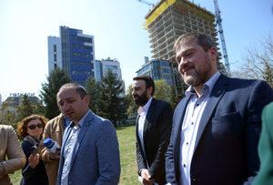 """Активисти: Властта защитава строежа на """"Златен век"""""""