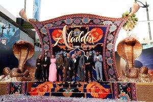 """Фотогалерия: """"Аладин"""" не на вълшебния, а на лилавия килим"""