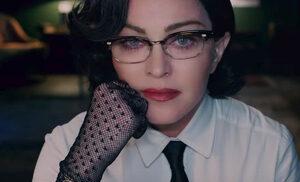 Видео: Мадона отправи призив за контрол над огнестрелните оръжия с новия си клип