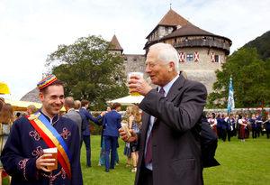 Шестата най-малка страна в света стана на 300 години, монархът черпи с бира