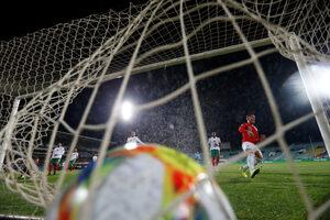 Фотогалерия: Срамната футболна вечер в София