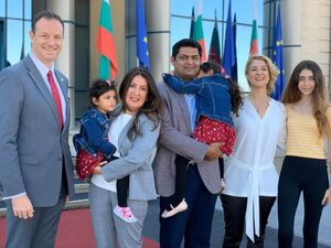 Снимка на деня: Новият посланик на САЩ пристигна в София