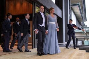Снимка на деня: Радеви в двора на японския император