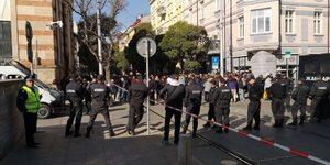 Част от градския транспорт в центъра на София е спрян