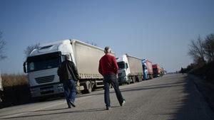 Откраднат български камион с 59 нелегални мигранти беше задържан в Гърция