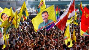 Хиляди кюрди прекратиха гладна стачка след призив на лидера на ПКК