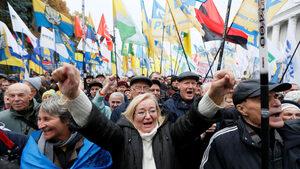 Хиляди протестираха в Украйна с искане на нов антикорупционен закон