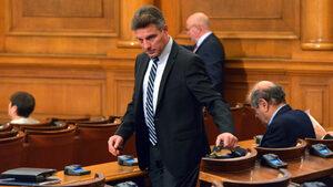 """БСП се върна в пленарната зала, """"Воля"""" напусна до оставката на Иво Христов, нарекъл 80% от българите дебили"""