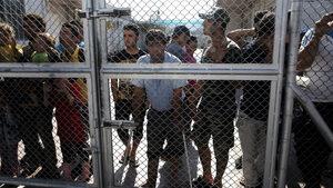 """Жителите на Лесбос стачкуваха срещу превръщането му в """"затвор"""" за мигранти"""