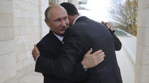 Снимка на деня: Сърдечната прегръдка между Путин и Асад