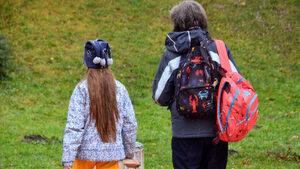 Раниците на учениците могат да се олекотят чрез седмичните програми, обяви зам.министър на образованието